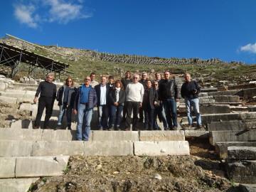 Συνάντηση εργασίας στο αρχαίο θέατρο Γιτάνων.