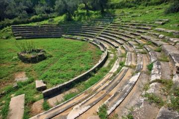 Το αρχαίο θέατρο του Γυθείου  Πηγή : αρχείο Σωματείου ΔΙΑΖΩΜΑ