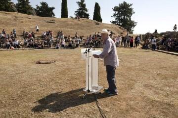 Στιγμιότυπο από τη Γενική Συνέλευση το Διαζώματος στη Στερεά Ελλάδα το Σεπτέμβριο του 2015. Ο πρόεδρος του Διαζώματος, κ. Σταύρος Μπένος μιλά στα μέλη του Σωματείου.