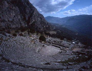 Το αρχαίο θέατρο Δελφών