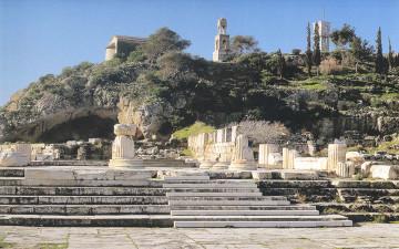 Ο αρχαιολογικός χώρος της Ελευσίνας, τον οποίο μελετά επί σειράν ετών η Καλλιόπη Παπαγγελή, είναι το μεγάλο συγκριτικό πλεονέκτημα της πόλης. Υπήρξε η ιερή πόλη της κλασικής Αθήνας.