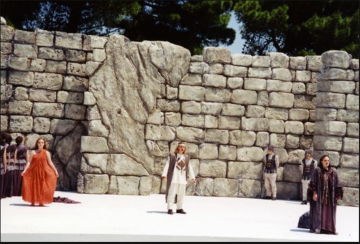 Α young friend of DIAZOMA  plays Menelaus at the Greek theatre of Akrai (22-27 May 1997)