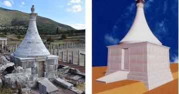 Το ταφικό μνημείο μετά την αναστήλωση. Δεξιά τρισδιάστατο μοντέλο του μνημείου.