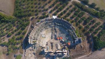 Αεροφωτογραφία του αρχαίου θεάτρου της Νικόπολης (2018).