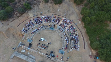 Στιγμιότυπο με drone από την διάρκεια της εκδήλωσης στο θέατρο το 2017