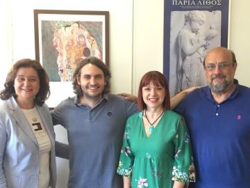 (από αριστερά) Η Δρ Βασιλική Μπρίνια, διδάσκουσα και επιστημονική υπεύθυνη Προγράμματος Σπουδών στις Επιστήμες της Αγωγής και της Εκπαίδευσης στο Οικονομικό Πανεπιστήμιο Αθηνών και οι Δρ  Θεόδωρος Μπένος,  Μαίρη Μπελογιάννη, Παναγιώτης Μαστραντώνης εθελοντές στο Σωματείο «Διάζωμα»