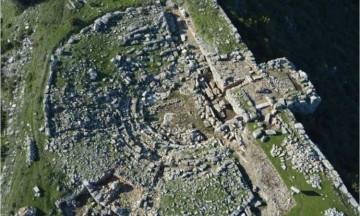 To αρχαίο θέατρο στην Πλατιάνα