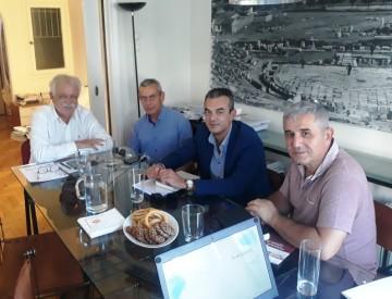Ο  Δήμαρχος Θηβαίων, κ. Γιώργος Αναστασίου, με τον Πρόεδρο του Σωματείου Διάζωμα, κ. Σταύρο Μπένο  - στιγμιότυπο από τη συνάντηση