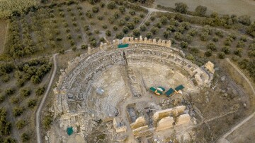 "To αρχαίο θέατρο της Νικόπολης όπου σήμερα γίνονται   εργασίες αποκατάστασης (photo: Ειδική Υπηρεσία Διαχείρισης ""Ήπειρος 2014-2020)"