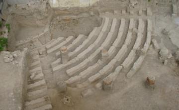 Άποψη του ανασκαμμένου θεάτρου των Αχαρνών από Νότια.