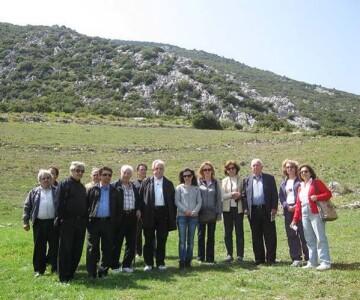 Στιγμιότυπο από την επίσκεψη του κ. Μπένου στο αρχαίο θέατρο Άσκρης (2012)