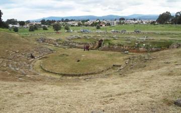 το Αρχαίο Θέατρο της Ερέτριας, για το οποίο έχει γίνει μελέτη συντήρησης και αποκατάστασης.