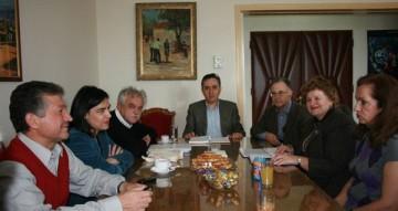 Από αριστερά διακρίνονται οι κ.κ. Θόδωρος Πατεράκης, η κα Νένα Γαλανίδου, ο κ. Σταύρος Μπένος,  ο κ. Σήφης Αναστασάκης, ο δήμαρχος Αγίου Νικολάου Δημήτρης Κουνενάκης,  η γενική γραμματέας της Νομαρχίας κα Ελένη Μπρεδάκη και η Έφορος Αρχαιοτήτων κα Βίλλυ Αποστολάκου.