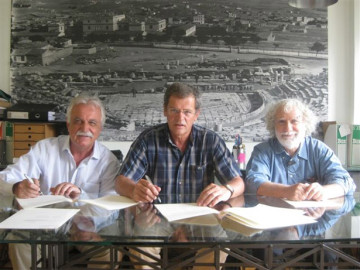 Τη σύμβαση υπέγραψαν ο πρόεδρος του «ΔΙΑΖΩΜΑΤΟΣ», κος Σταύρος Μπένος  και ο διακεκριμένος  πολιτικός μηχανικός κ. Κων/νος Ζάμπας παρουσία του Ταμία του ΔΙΑΖΩΜΑΤΟΣ κ. Γιώργου Κουρουπού.