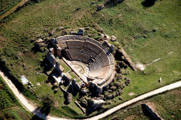 Το Ρωμαϊκό Ωδείο. Αεροφωτογραφία (αρχείο ΛΓ΄ ΕΠΚΑ)