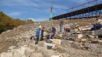 Σε εξέλιξη οι εργασίες στο αρχαίο θέατρο στα Γίτανα