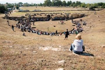 Επίσκεψη των μελών του «ΔΙΑΖΩΜΑΤΟΣ» στο αρχαίο θέατρο της Ερέτριας.