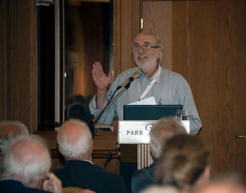 """Στιγμιότυπο από την ομιλία του κ. Γιάννη Λασκαράκη στη Ζ' Γενική συνέλευση του σωματείου """"Διάζωμα"""""""