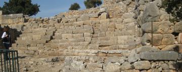 Α. Μεγάλη κλίμακα - Β. Θεατρικός χώρος στην αρχαία Λατώ