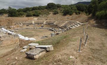 Άποψη του αρχαίου θεάτρου της Μαρώνειας