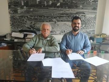 Στιγμιότυπο από την υπογραφή της σύμβασης