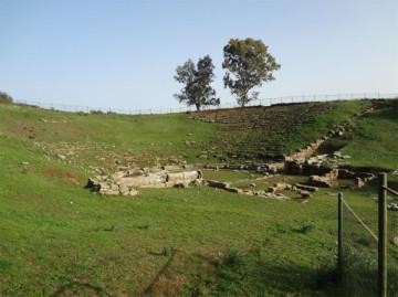 Εικ.3:  Tο αρχαίο θέατρο της Στράτου.